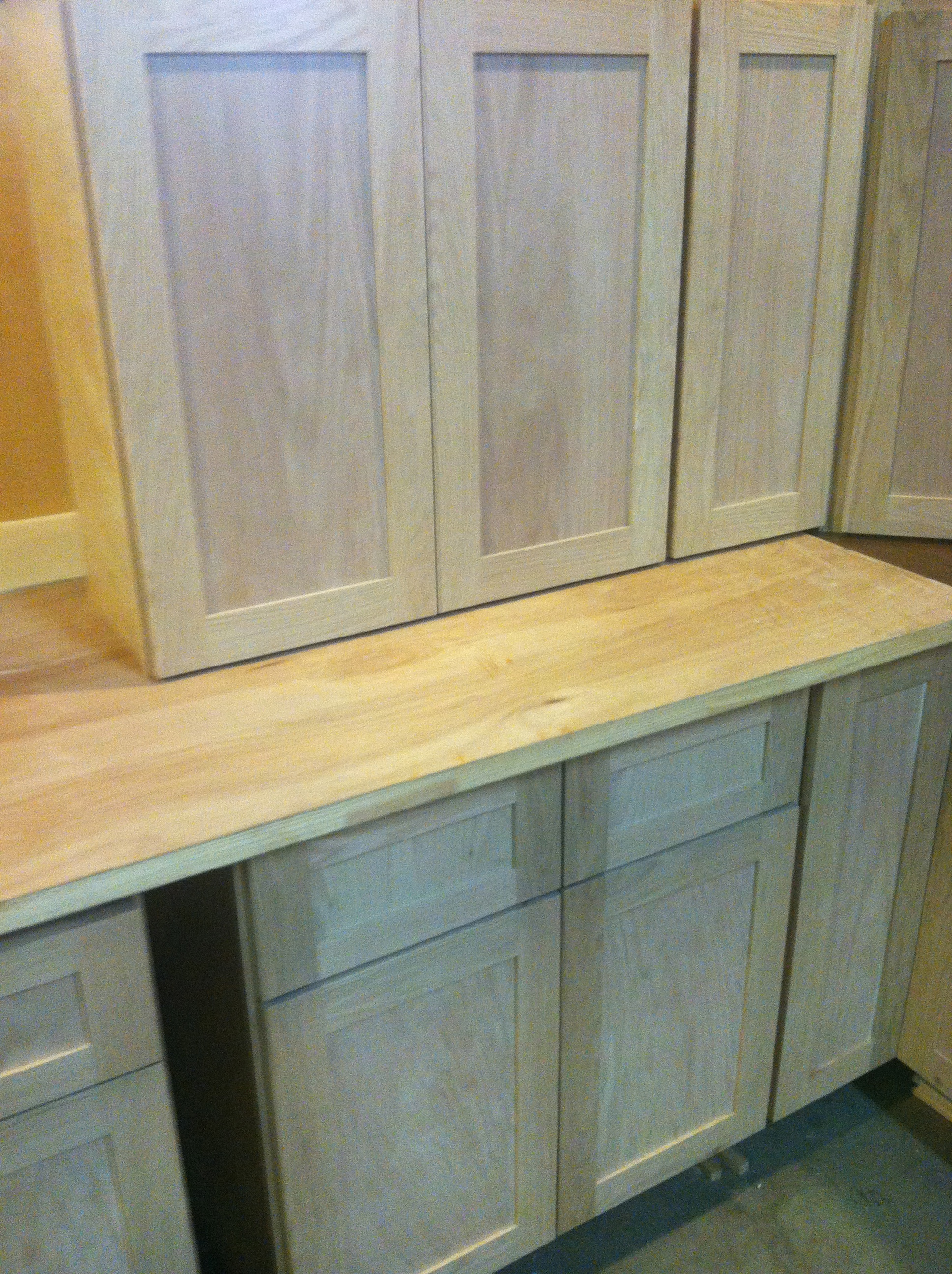 Beautiful Shaker Style Oak Kitchen Cabinets Now Available