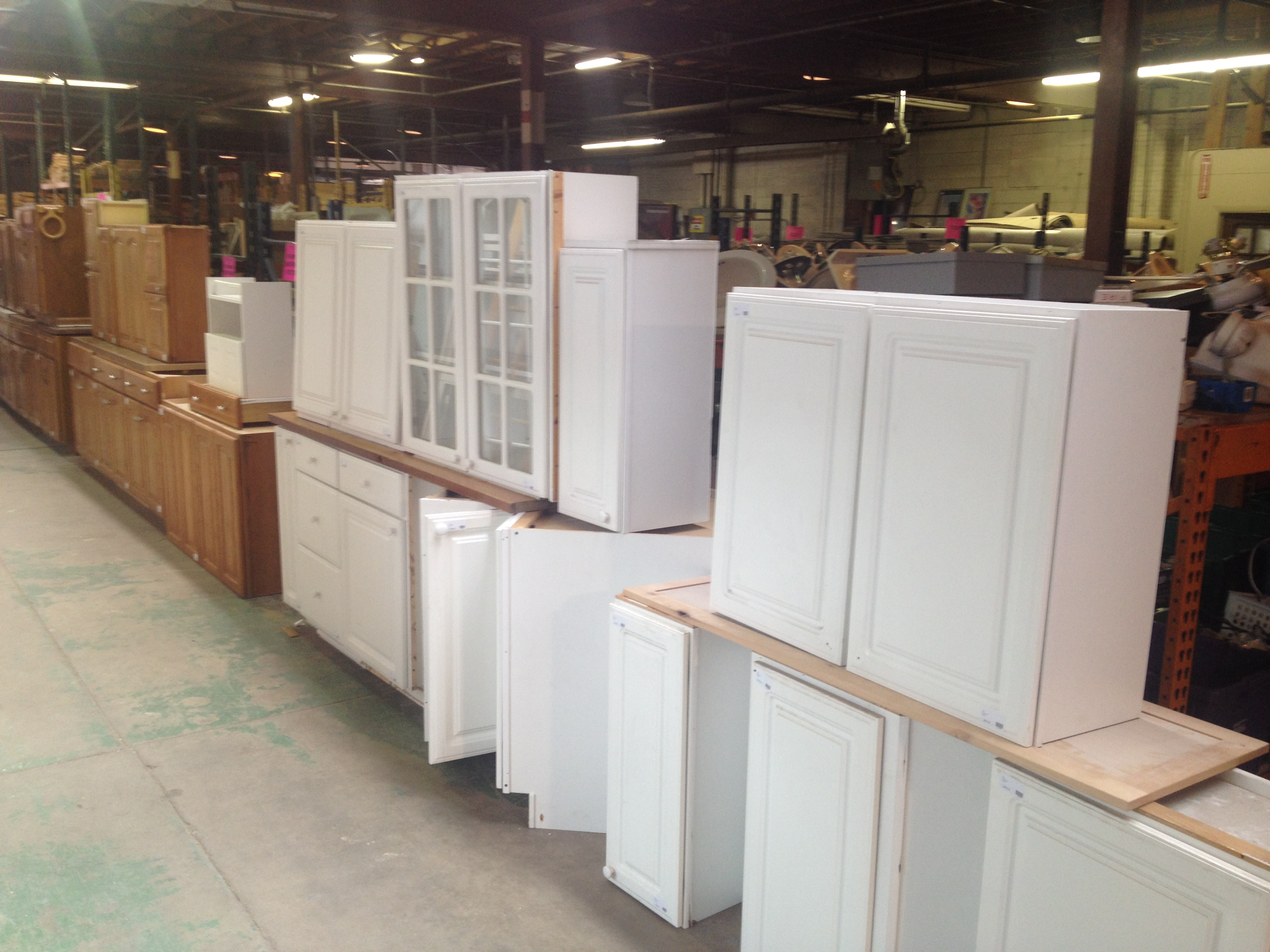 2 used kitchen cabinets Cabs